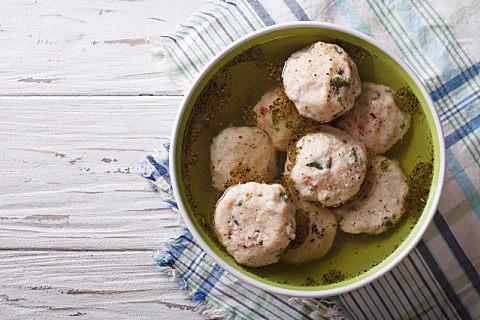 做鱼丸一斤鱼肉放多少淀粉 做鱼丸注意事项有哪些