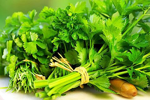 水芹菜是营养的野菜,吃水芹菜的好处