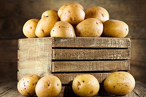 削皮的土豆怎么保存不发黑 新鲜土豆怎么存放不发芽