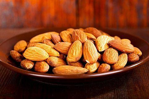 巴旦木和杏仁哪个营养价值高?巴旦木吃多了会怎么样