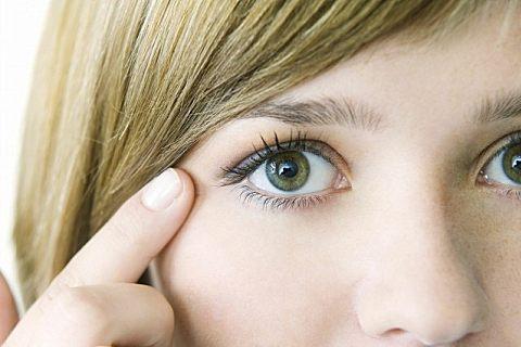 眼部精油和眼霜哪个好