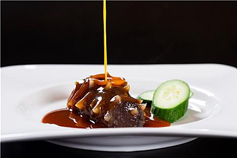 海参和猪肉一起吃好不好?干海参好还是新鲜的好?