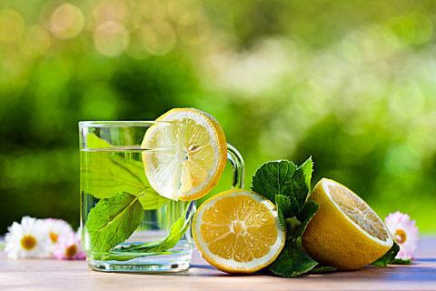 隔夜的柠檬蜂蜜水可以喝吗