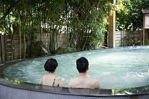 温泉适合冬天泡还是夏天泡