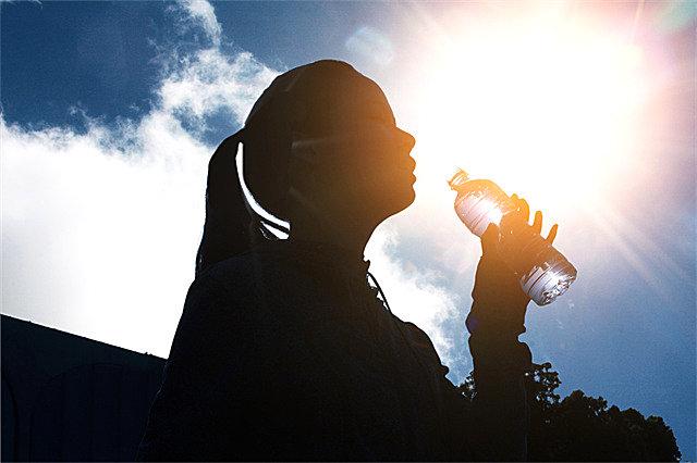 运动后适合喝热水还是凉水