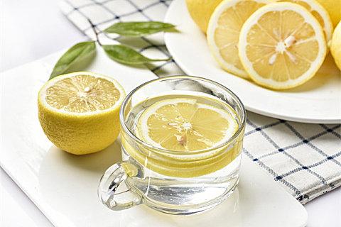泡水适合用鲜柠檬还是干柠檬