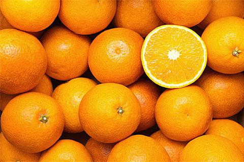 吃橙子的时候能不能喝牛奶