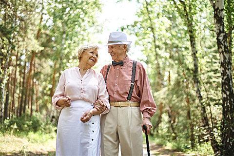 老年人记忆力衰退该如何改善?固升神经酸给你答案
