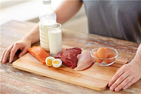 蛋白质摄入过多有害吗