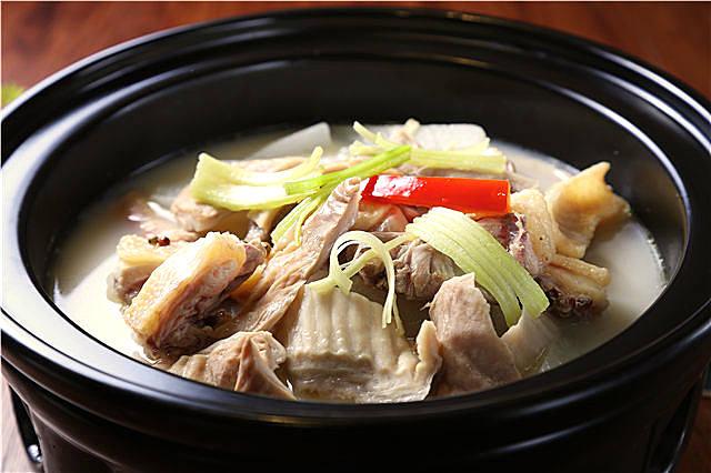 冬季老鸭与什么煲汤最好