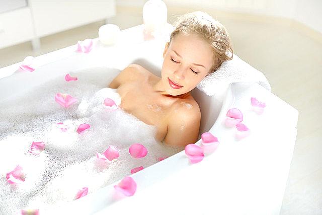洗澡用沐浴露好还是香皂好