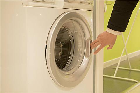 """洗衣机太脏怎么清洗?洗衣机多久需要清洗一次?"""""""