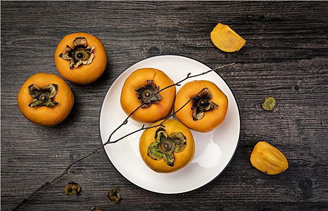 孕妇可以吃柿子吗?柿子坚决不能和这些食物一起吃