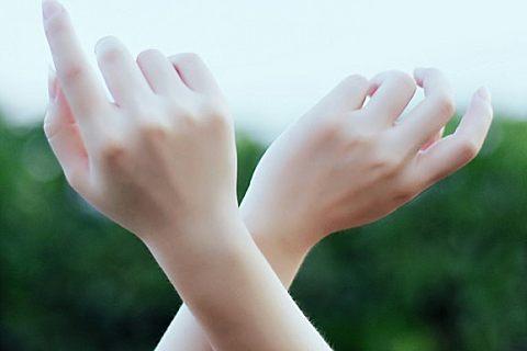 指甲上竖纹多是怎么回事