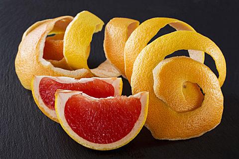 柚子皮泡水用白皮还是黄皮