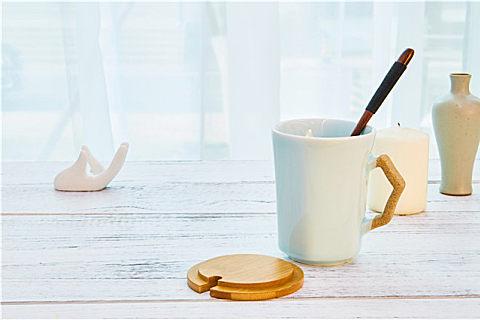 陶瓷杯内壁有颜色好吗?使用陶瓷杯注意事项