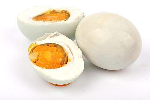 鸭蛋怎么切不碎