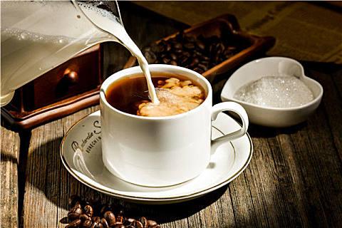 手冲咖啡和速溶咖啡的区别