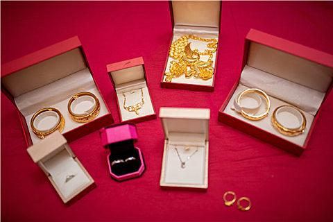白金跟铂金哪个贵?铂金为什么不保值,回收加工繁杂是关键