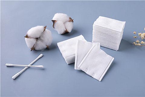 普通棉签可以掏耳朵吗?棉签掏耳朵的危害,你还敢掏吗